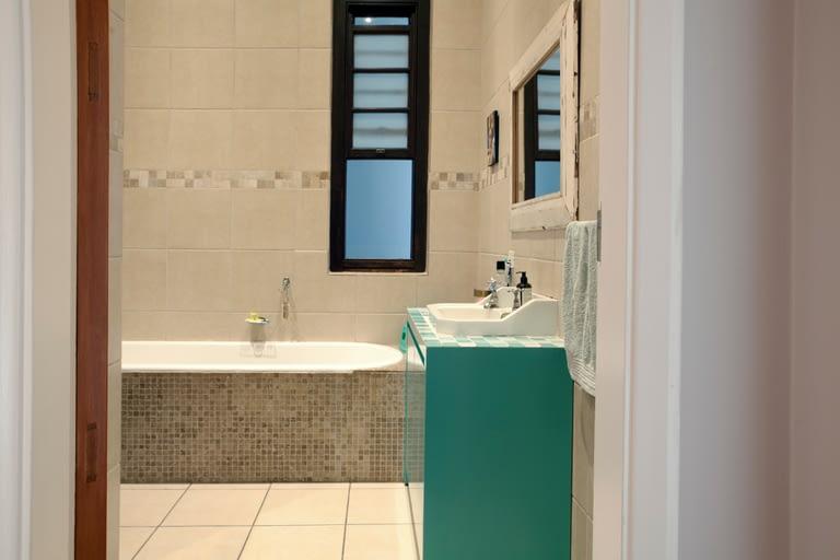 19Dover_bathroom